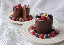 Čokoládový dezert s lesním ovocem