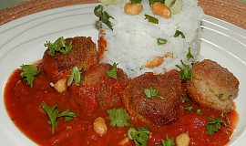 Masové koule v rajčatové omáčce s arašídy