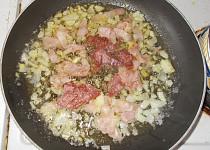 Bulgur se zeleninou a šunkou nebo salámem