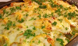 Jednoduché zapečené brambory s mletým masem a sýrem