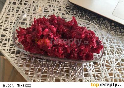 Salát z červené řepy s balkánským sýrem