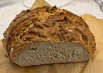 Domácí pšenično-žitný chléb