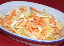 Mrkvovo-zelný salát s česnekem
