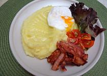 Fenyklovo-celerové pyré se zastřeným vejcem a slaninou