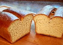 Špaldovo-žitný toustový chléb pečený v troubě