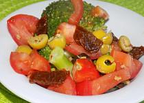 Brokolicový salát s rajčaty
