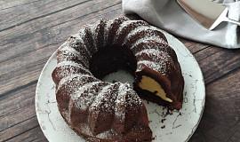 Čokoládová bábovka s cheesecake nádivkou