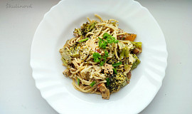 Špagety s tofu a brokolicí