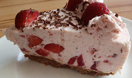 Nepečený dort s jogurtem a jahodami