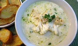 Květáková polévka s parmezánem