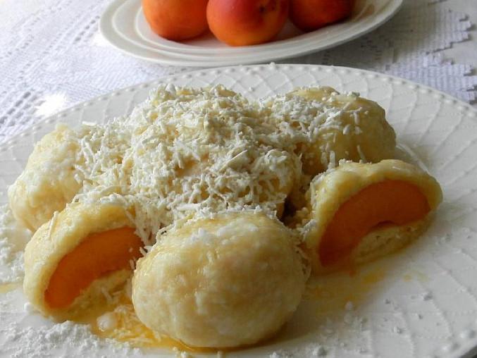 Meruňkové knedlíky z tvarohovo-bramborového těsta, Meruňkové knedlíky z tvarohovo-bramborového těsta