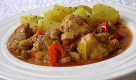 Vepřové maso na paprikách a pórku