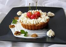 Piškotový koláček s třešněmi a tvarohem