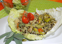 Zeleninový salát s masem, čočkou a kuskusem