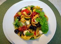 Tagliatelle s olivami a zeleninou