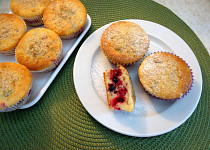 Rychlé koláčky s ovocem a drobenkou
