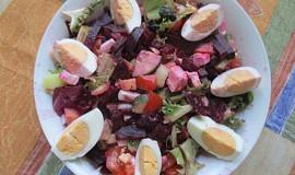 Míchaný salát s červenou řepou
