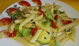 Těstovinový salát s avokádem