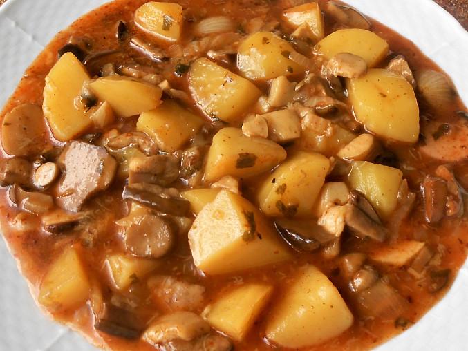 Houbový guláš s brambory (Dělená strava podle LK - Kytičky + zelenina), houbový guláš s brambory