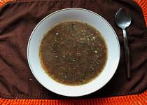 """Černá zabijačková polévka """"prdelačka"""" z jelítka"""