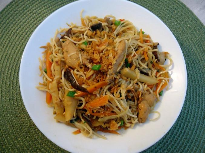 Kuřecí maso s Chow Mein nudlemi