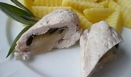 Dietní kuřecí závitky s jablkem a šalvějí