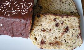 Cuketový chlebíček s ořechy, čokoládou a rozinkami