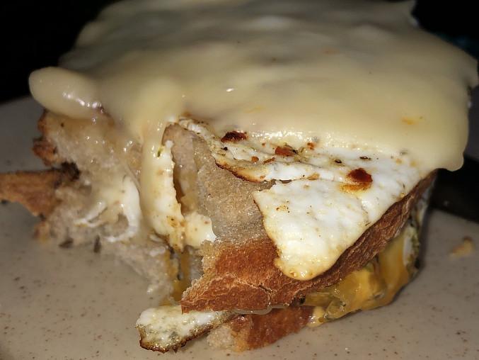 Chléb s vajíčkem - rychlá snídaně
