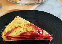 Vajíčkový koláč s červenou řepou