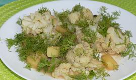 Kořeněné brambory s květákem