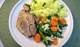 Pomalu pečená krkovička s máslovou zeleninou