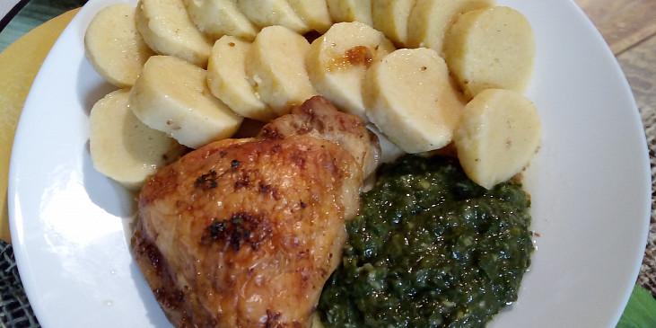 Kuřecí stehýnko na tymiánu s bramborovým knedlíkem a špenátem